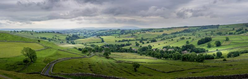https://pixabay.com/photos/malham-yorkshire-landscape-2877845/