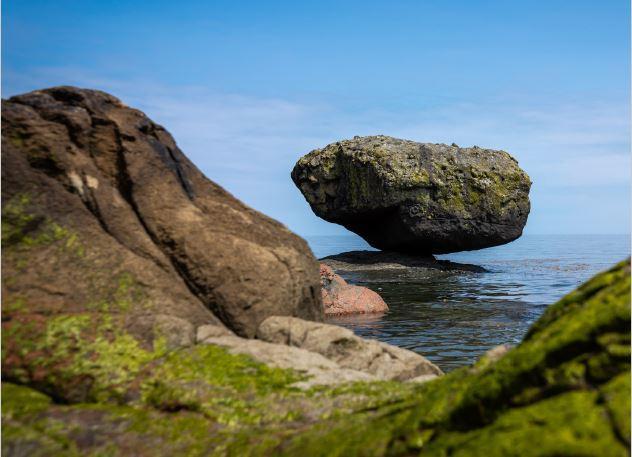 Balance Rock - Shutterstock 1537551125